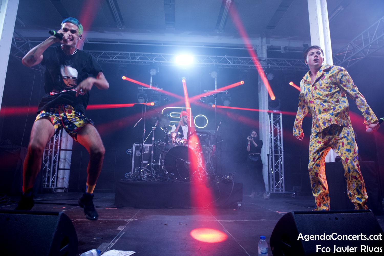 Ca7riel y Paco Amoroso, actuando en el Festival Cara·B de Barcelona.