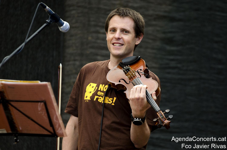 El grup de folk occità Mirabèl, actuant a Sant Boi de Llobregat.