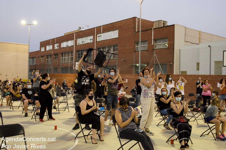 Jo Ni Cas, actuant al pati de l'Escola Antoni Gaudí de Sant Boi de Llobregat.