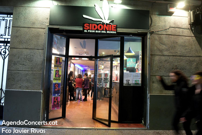 El Bar Sidonie sustituye al Pepe's Bar en Poblenou, Barcelona.