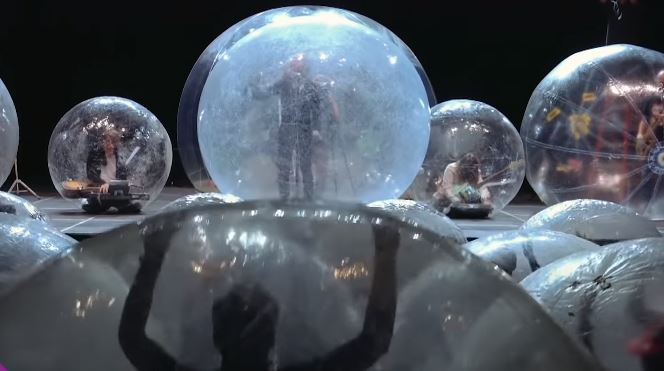 The Flaming Lips concert with the audience inside plastic bubbles